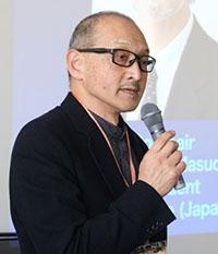 審査委員の荒井利春氏
